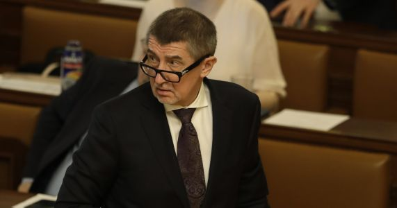 Czech lawmakers lift immunity of PM Babis over fraud claims