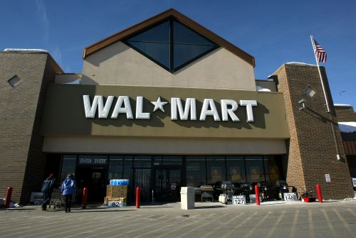 Walmart posts strongest sales in a decade, shares surge