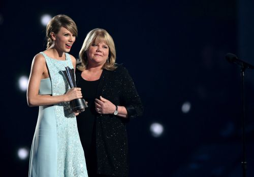 Taylor Swift says her mom has brain tumor: 'It's just been a really hard time for us as a family'