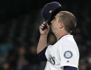 Houston's big seventh inning dooms Mariners, 7-1