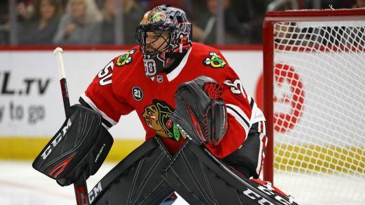 Blackhawks' Corey Crawford gets first win in almost a year