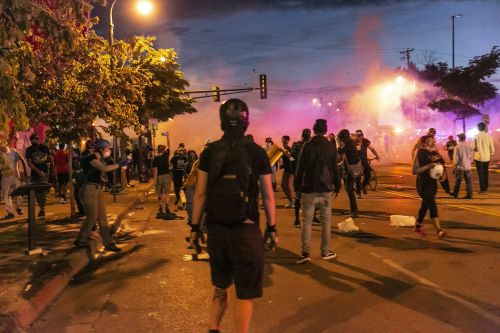 Facebook has done nothing with a Trump post that threatens shooting Minneapolis protesters even as Twitter hides it for 'glorifying violence'