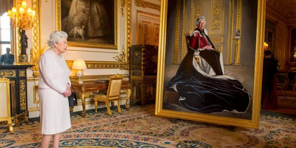 Australians spam politicians for free portrait of queen after legislative surfaces
