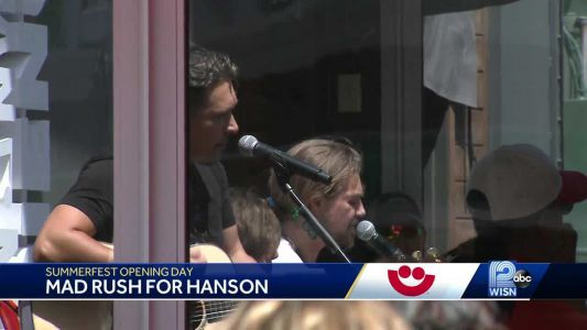 People rush to get in line for Hanson's acoustic performance