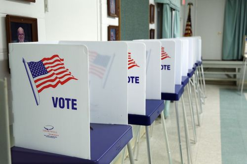 States crowd into Florida voting rights case as election nears