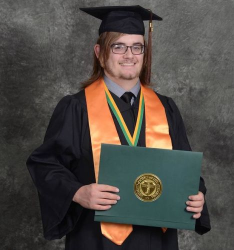 USAO student receives Distinguished Graduate Award for fall 2018