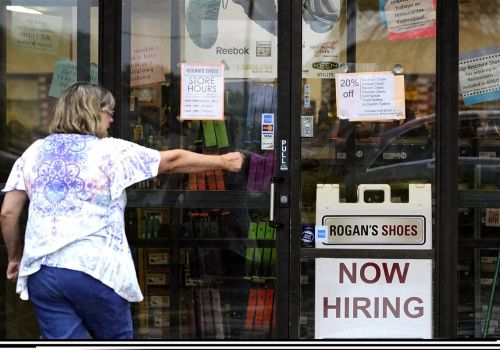 U.S. jobless claims down 24,000 to 400,000 as economy recovers