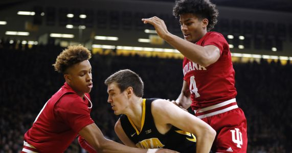 Bohannon, No. 21 Iowa hold off Indiana 76-70