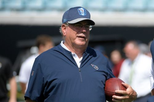 Titans defensive coordinator transported to hospital after mid-game medical issue