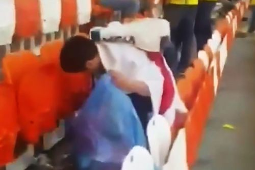Japan and Senegal fans clean stadiums after World Cup matches