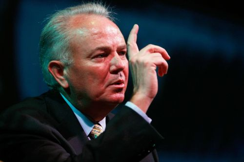 Autonation CEO to step down after 20 years at the helm