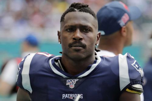 Report: NFL wide receiver Antonio Brown turns himself in to police in Florida