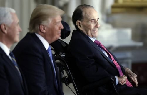 Bob Dole gets Congressional Gold Medal