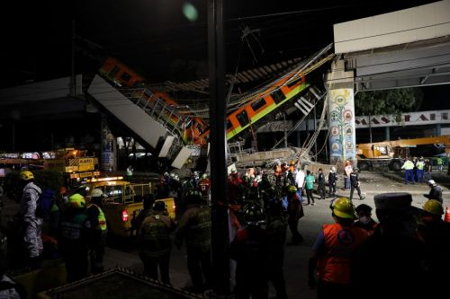 20 dead after Mexico City metro overpass collapses onto road