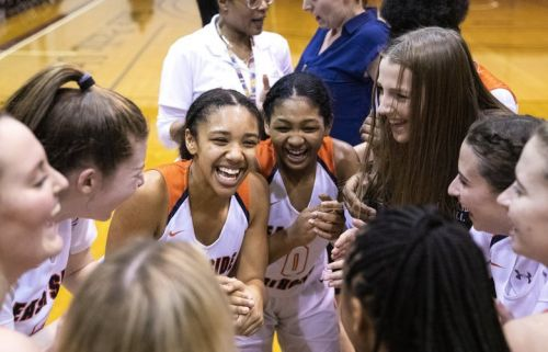 No. 1 Eastside Catholic girls wrap up perfect season in Metro League by beating No. 3 Garfield for league title