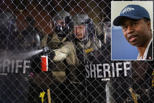 Minnesota mayor blasts police tactics to control protesters