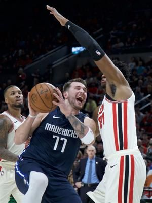 Mavericks make 22 3-pointers, beat Trail Blazers 133-125