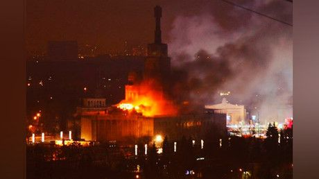 Huge blaze engulfs exhibition building in Moscow's north