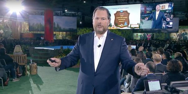 Salesforce CEO Marc Benioff seems to have had a big change of heart on Apple CEO Tim Cook, and thanked him publicly for his activism