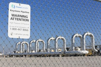 Emails show machinations behind Clinton's shift on pipeline