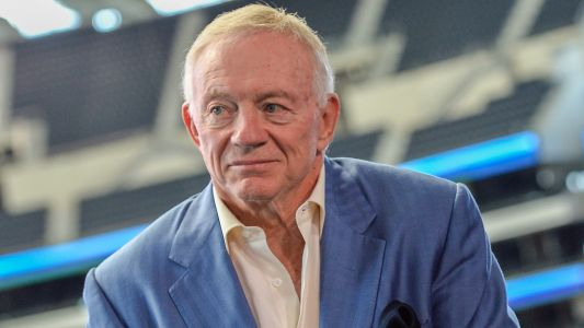 Jerry Jones kneels, locks arms with Cowboys players before national anthem