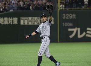 Ichiro says goodbye to adoring fans; Mariners beat A's in 12
