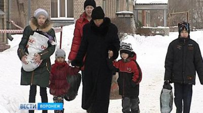 Anonymous good Samaritan gifts new home to reunite Russian mother with 4 children