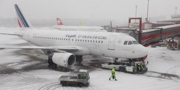 282 Air France passengers stranded in freezing Siberia for 3 days after emergency stop en route to Shanghai
