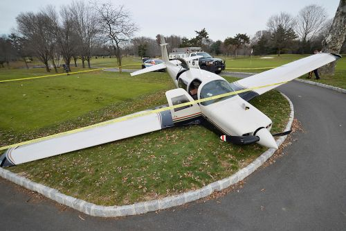 Small plane makes crash landing on New Jersey golf course