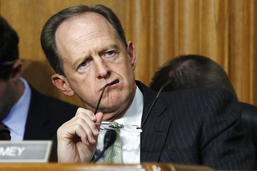 Trump 'sympathetic' to face mask recommendation, Toomey says