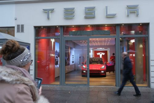 Tesla customer referral plan to end due to cost, Musk tweets