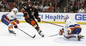Ducks continue hot start with 4-1 win over Islanders
