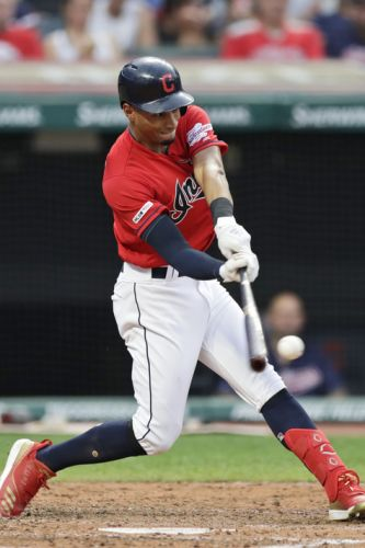 Mercado gets 5 hits, Indians top Royals 10-5, 6th win in row