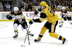 DeSmith shines with 48 saves as Penguins slip by Bruins 5-3