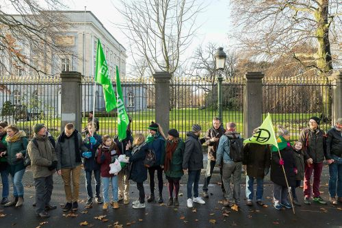 Thousands form human chain in Brussels in climate change demo