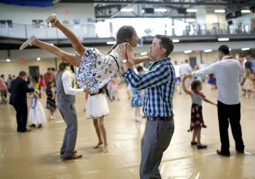 Daddy Daughter Dance held in Moore