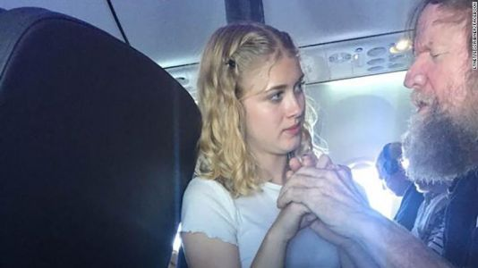 Teen helps blind and deaf man during flight