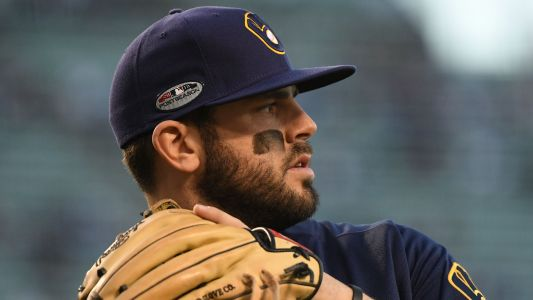 MLB hot stove: Brewers to re-sign infielder Mike Moustakas, report says