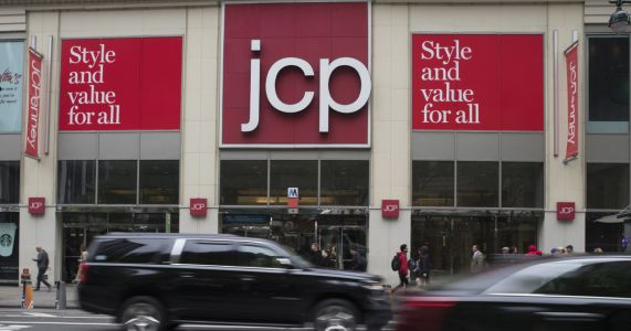JC Penney withdraws profit guidance, cuts sales outlook