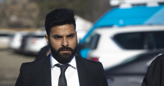Truck driver involved in hockey team bus crash gets 8 years