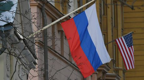 American Embassy in Moscow puts halt on issuing travel & business visas to Russians, amid growing row over expulsion of diplomats