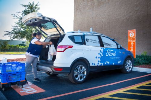 Ford, Walmart test self-driving grocery delivery service