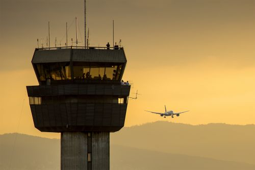 Bad air traffic control procedures in Florida are creating 'hazardous' risks of mid-air plane collisions, according to a whistle-blower complaint that was confirmed by investigators