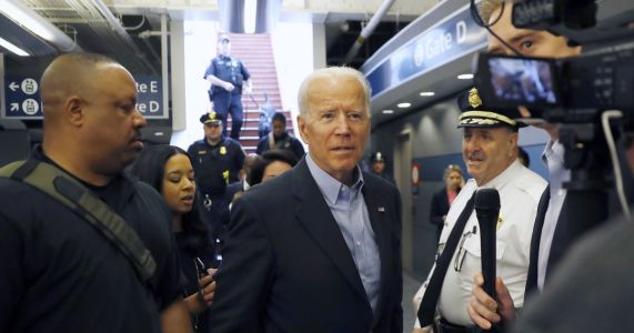 Biden hones in on Iowa, South Carolina in 1st campaign swing