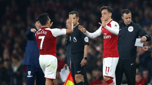No ultimatum as Arsenal's Ozil and Alexis contract talks rumble on