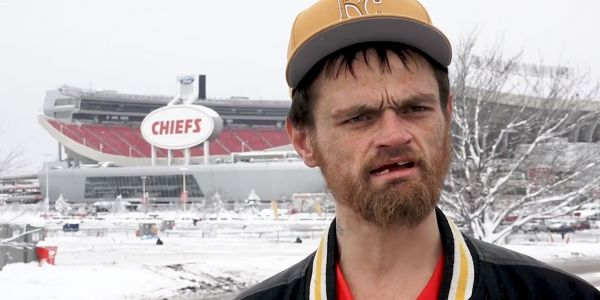Chiefs' Jeff Allen gets stuck in snow, finds homeless man who helped him and gives him AFC Championship tickets